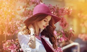 戴着帽子的披肩发美女摄影高清图片
