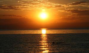 海上美丽的日出景色摄影图片