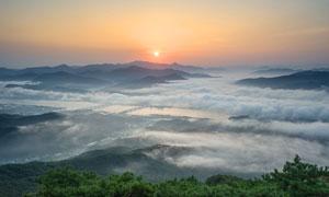 山顶美丽云海和日出美景摄影图片