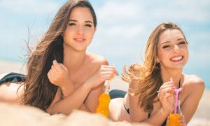 沙滩披肩秀发美女人物摄影高清图片