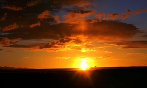 草原美丽朝阳景色摄影图片