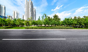 蓝天下城市道路美景摄影图片