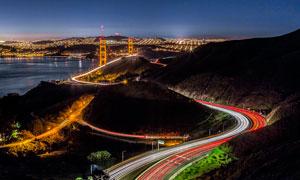 金门大桥和公路美丽夜景摄影图片