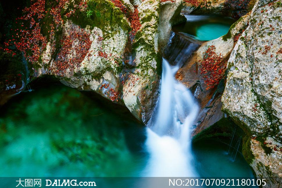 词: 高清大图素材图片摄影自然风景风光瀑布植被岩石石头山石倾泻潭水