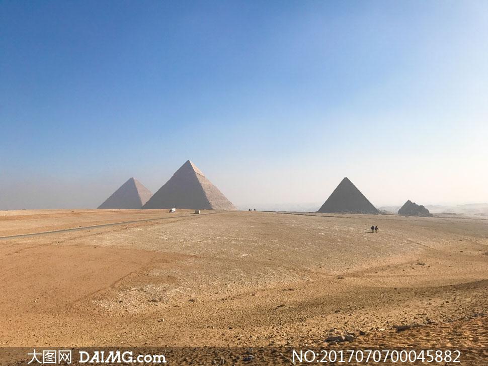 蓝天下的金字塔美景摄影图片 - 大图网设计素材下载
