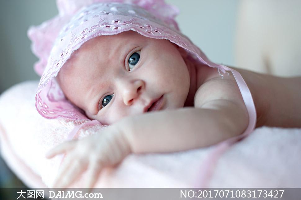 粉红色装扮的可爱宝宝摄影高清图片 - 大图网设计素材