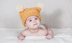 戴着针织毛线帽的宝宝写真高清图片