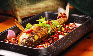 香辣烤鱼美食摄影图片