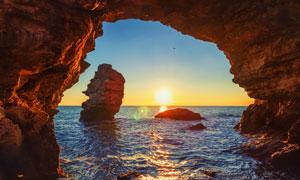 洞穴视角海上黄昏美景摄影高清图片