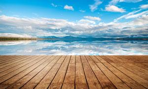 海边美丽风光和木地板摄影图片