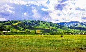 山脚下的高原美丽风光摄影图片