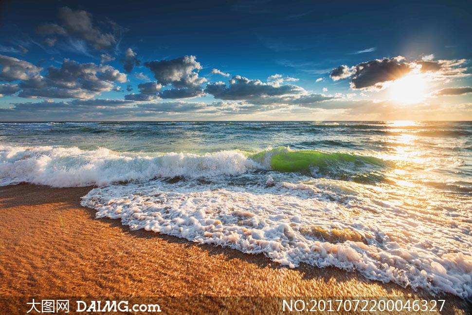 自然风景 > 素材信息                          阳光下的海边立起的