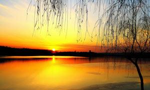 天鹅湖日落美景摄影图片