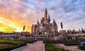 上海迪士尼乐园黄昏美景摄影图片