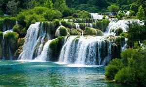 山林中美丽的小溪瀑布摄影图片