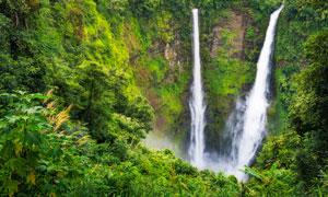 青山之中唯美小溪瀑布摄影图片