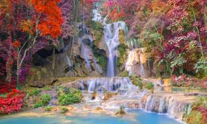 秋季山间美丽的小溪瀑布摄影图片