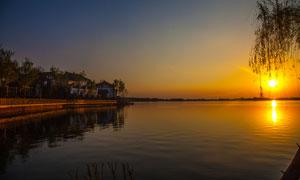 洋沙湖度假村日落美景摄影图片