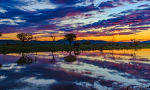高原湖泊黄昏美景摄影图片