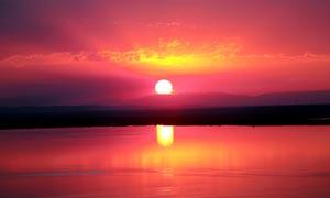 艾力克湖日落美景摄影图片