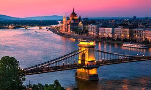 柏林美丽夜景和大桥摄影图片