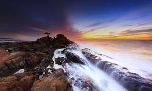 海边唯美的浪花和夕阳美景摄影图片