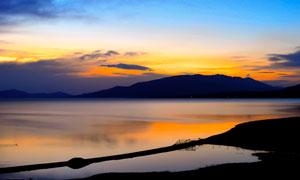 赛里木湖美丽黄昏摄影图片