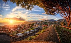西班牙海边城市美丽日出摄影图片