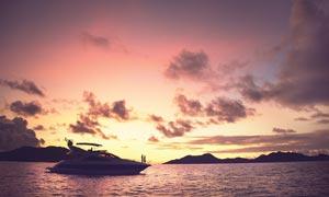 海上游艇和黄昏美景摄影图片