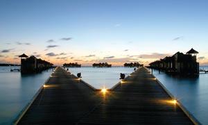 马尔代夫吉利岛美丽夜景摄影图片