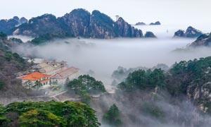 云雾缭绕的黄山美景摄影图片