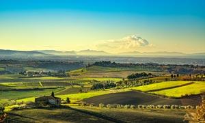 欧洲田园美丽农庄和农田摄影图片