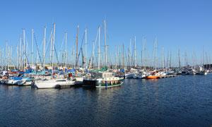 圣马洛港口停泊的船只摄影图片