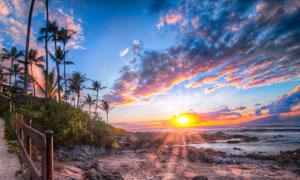 日落海边度假村美景摄影图片