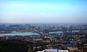 襄阳城市和河流全景摄影图片