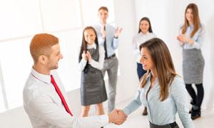 欢迎新同事的职场人物摄影高清图片