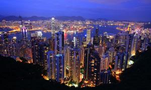 夜晚远山与城市建筑群摄影高清图片