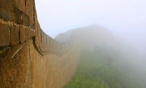 躲在白雾中的长城风光摄影高清图片