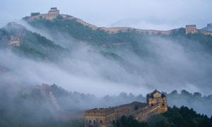 雾气笼罩中的长城风光摄影高清图片