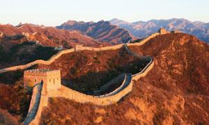 长城与连绵起伏的山峦摄影高清图片