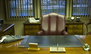 办公室真皮座椅与桌子摄影高清图片
