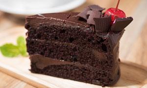 垂涎欲滴的巧克力蛋糕特写高清图片