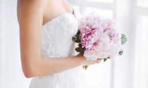 手捧着鲜花的新娘人物摄影高清图片