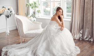欧式沙发上的新娘人物摄影高清图片