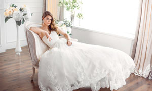 躺在沙发里的新娘美女摄影高清图片
