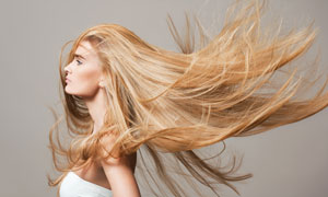 头发有点乱的秀发美女摄影高清图片
