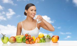 每天八杯水的健康习惯主题高清图片
