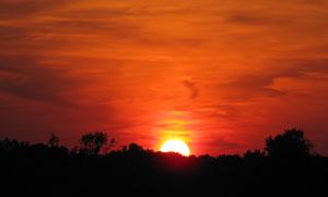 就快要落山的夕阳美景摄影高清图片