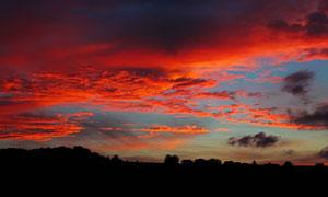 被染成红色的云彩风光摄影高清图片