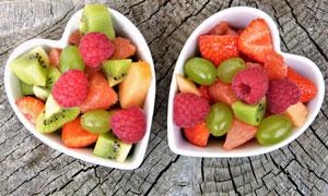 放碗里的新鲜水果特写摄影高清图片
